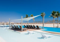 Oman_hotel_al_fanar_pool_chair