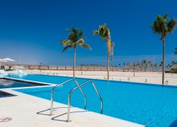 Oman_hotel_al_fanar_pools