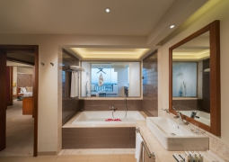 Fanar_Salalah_Jacuzzi Suite_bathroom