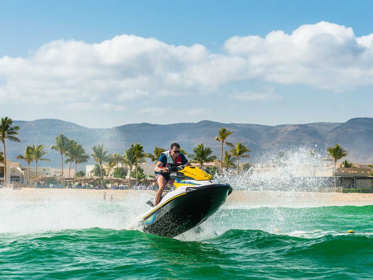 fanar-hotel-and-residences-oman-watersports-and-activities